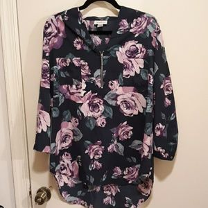 Jaclyn smith navy floral top